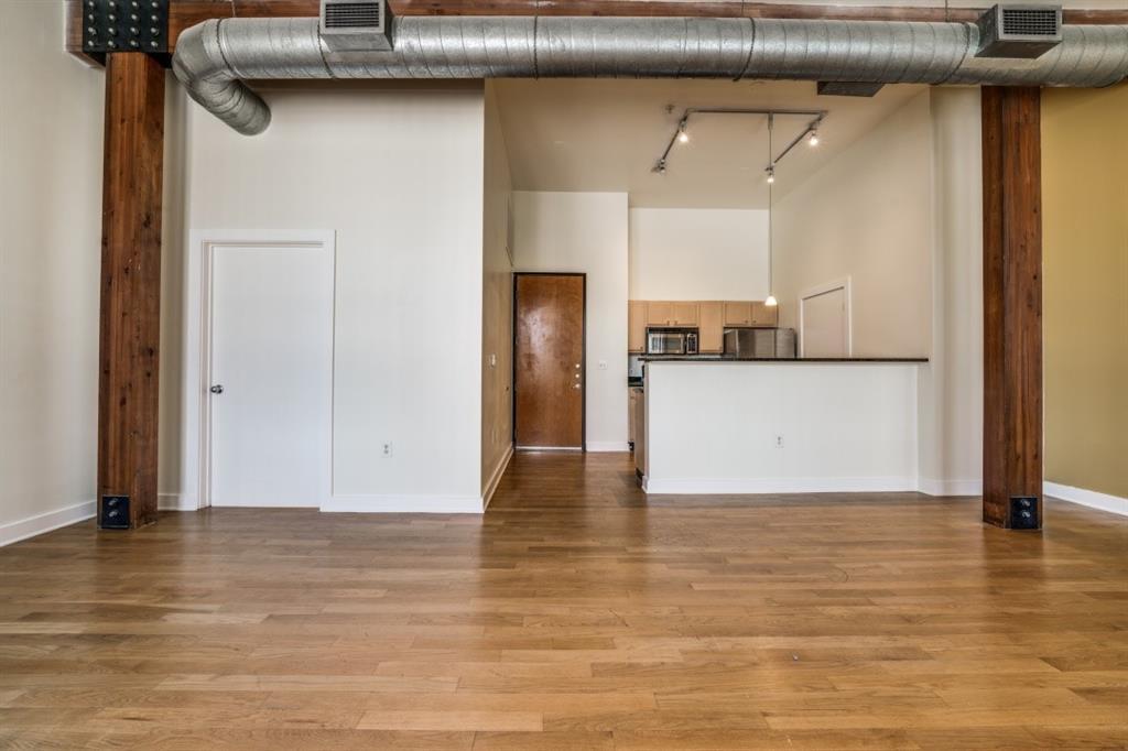 2502 Live Oak Street, Dallas, Texas 75204 - acquisto real estate best new home sales realtor linda miller executor real estate