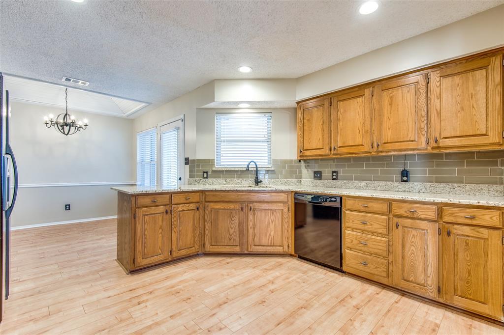 1629 Rocky Point Drive, Lewisville, Texas 75077 - acquisto real estate best prosper realtor susan cancemi windfarms realtor