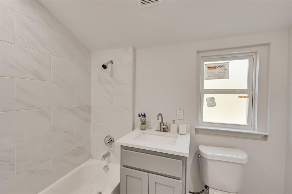 4409 Morris Court, Fort Worth, Texas 76103 - acquisto real estate best realtor dfw jody daley liberty high school realtor