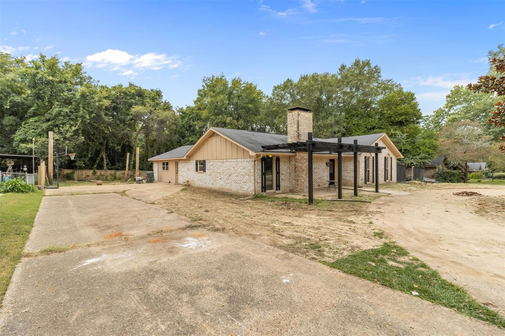 1709 Circle Drive, Tyler, Texas 75703 - acquisto real estate best park cities realtor kim miller best staging agent