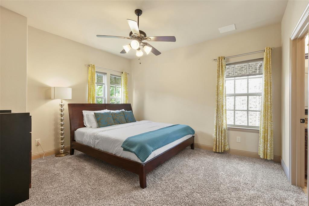 1054 Shadyside Lane, Dallas, Texas 75223 - acquisto real estate best realtor foreclosure real estate mike shepeherd walnut grove realtor