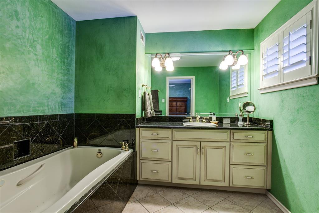 6840 Whitehill Street, Dallas, Texas 75231 - acquisto real estate best photos for luxury listings amy gasperini quick sale real estate