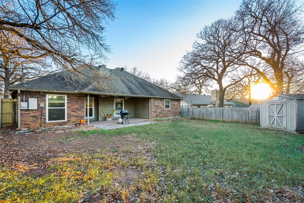 2111 Reverchon Drive, Arlington, Texas 76017 - acquisto real estate best park cities realtor kim miller best staging agent