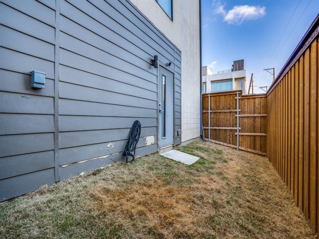 2115 Bennett Avenue, Dallas, Texas 75206 - acquisto real estate best negotiating realtor linda miller declutter realtor
