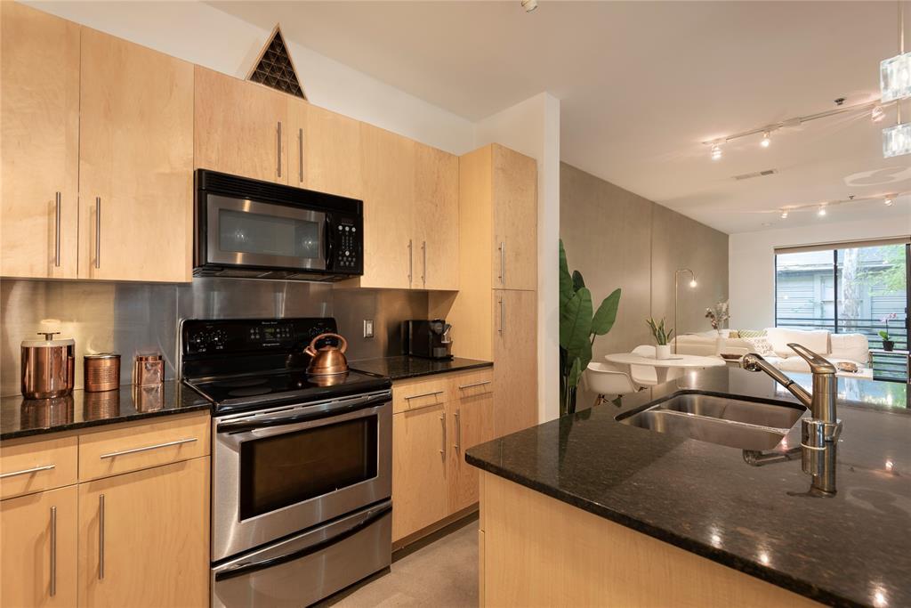 4111 Gilbert Avenue, Dallas, Texas 75219 - acquisto real estate best highland park realtor amy gasperini fast real estate service