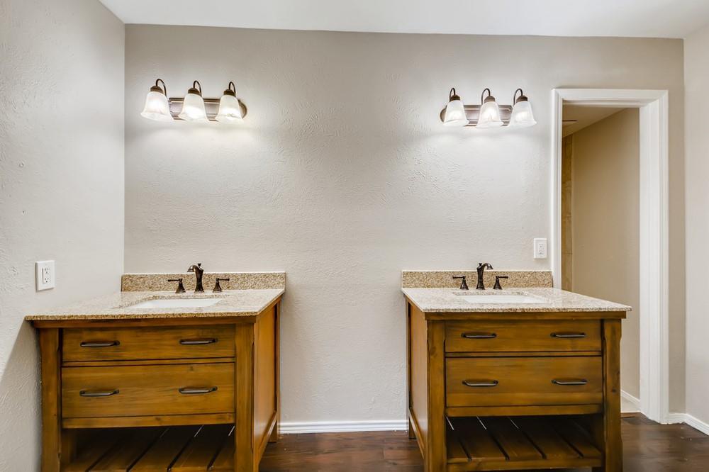 121 Kingsbridge Drive, Garland, Texas 75040 - acquisto real estate best investor home specialist mike shepherd relocation expert