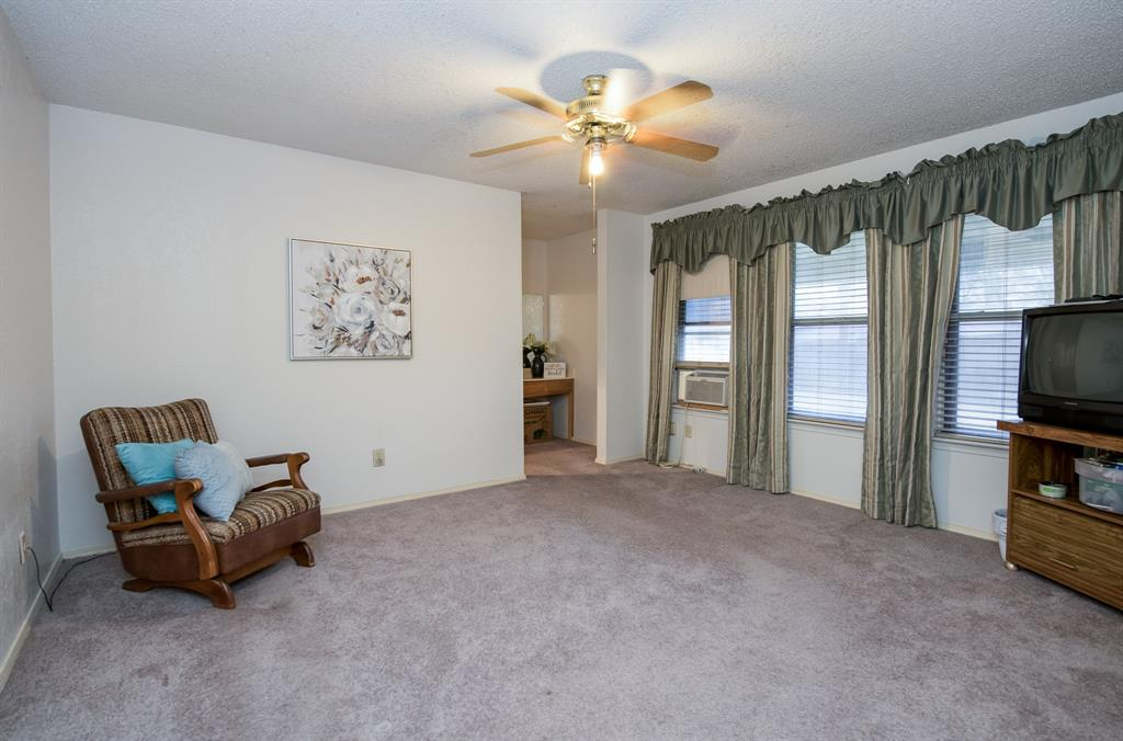 10352 Nantucket Village Court, Dallas, Texas 75227 - acquisto real estate best real estate company to work for
