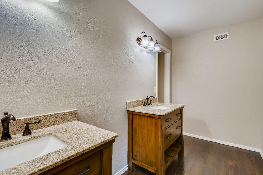 121 Kingsbridge Drive, Garland, Texas 75040 - acquisto real estate best frisco real estate broker in texas for high net worth buyers