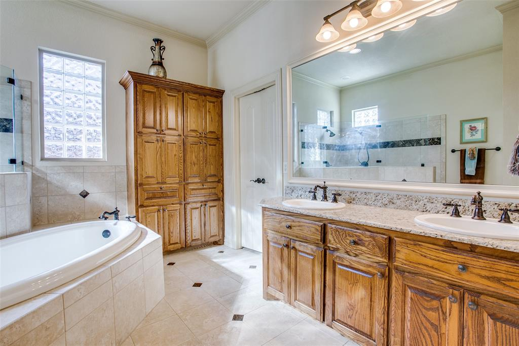 7920 Forest View Court, North Richland Hills, Texas 76182 - acquisto real estate best photo company frisco 3d listings
