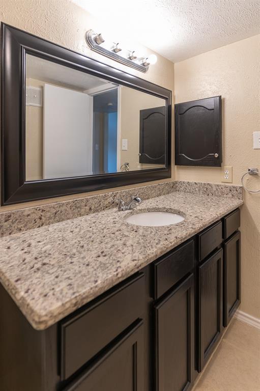 4612 Country Creek  Drive, Dallas, Texas 75236 - acquisto real estate mvp award real estate logan lawrence