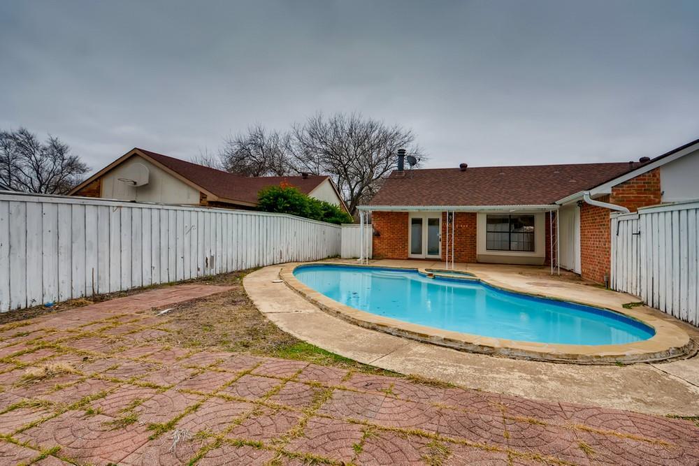 121 Kingsbridge Drive, Garland, Texas 75040 - acquisto real estate best plano real estate agent mike shepherd
