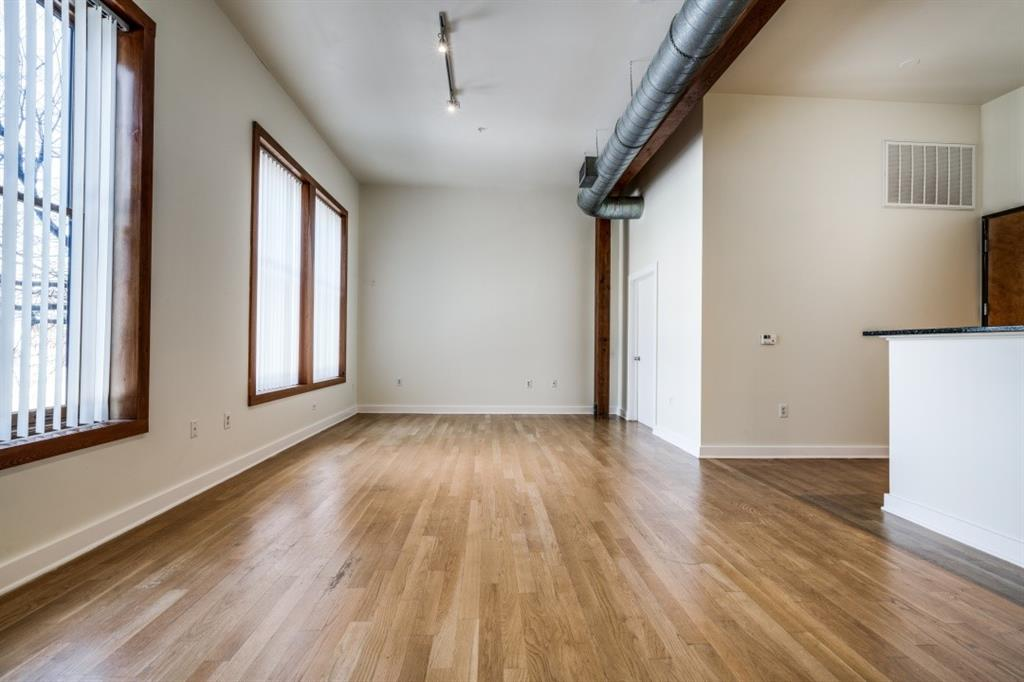 2502 Live Oak Street, Dallas, Texas 75204 - acquisto real estate best real estate company to work for