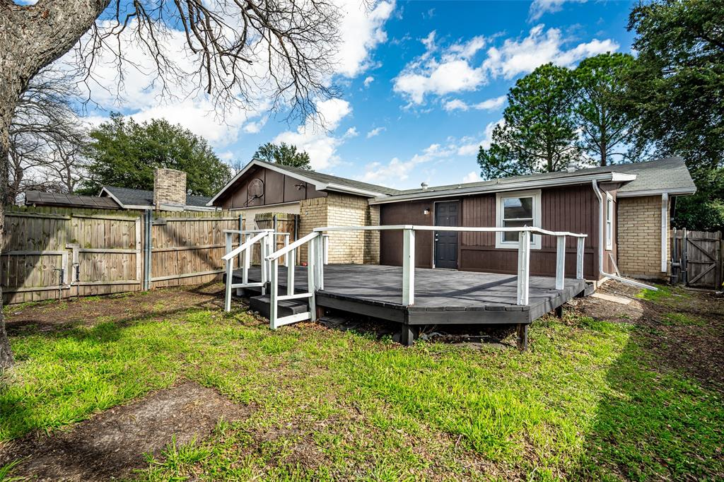 6329 Fallbrook Drive, Garland, Texas 75043 - acquisto real estate best realtor foreclosure real estate mike shepeherd walnut grove realtor