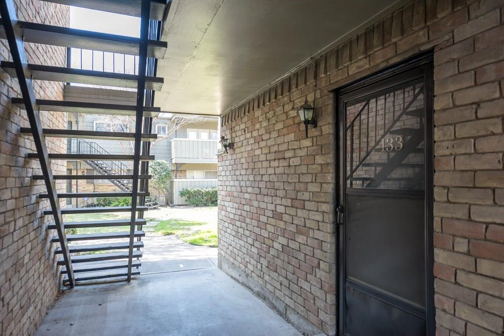 7705 Meadow Park Drive, Dallas, Texas 75230 - acquisto real estate best realtor westlake susan cancemi kind realtor of the year