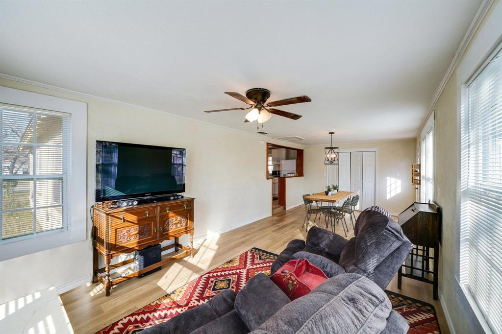 2014 Oak Avenue, Mineral Wells, Texas 76067 - acquisto real estate best photos for luxury listings amy gasperini quick sale real estate