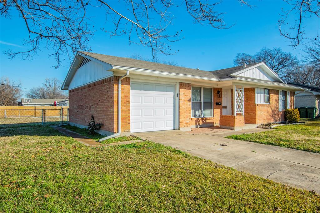 1317 Crockett Street, Garland, Texas 75040 - acquisto real estaet best boutique real estate firm in texas for high net worth sellers