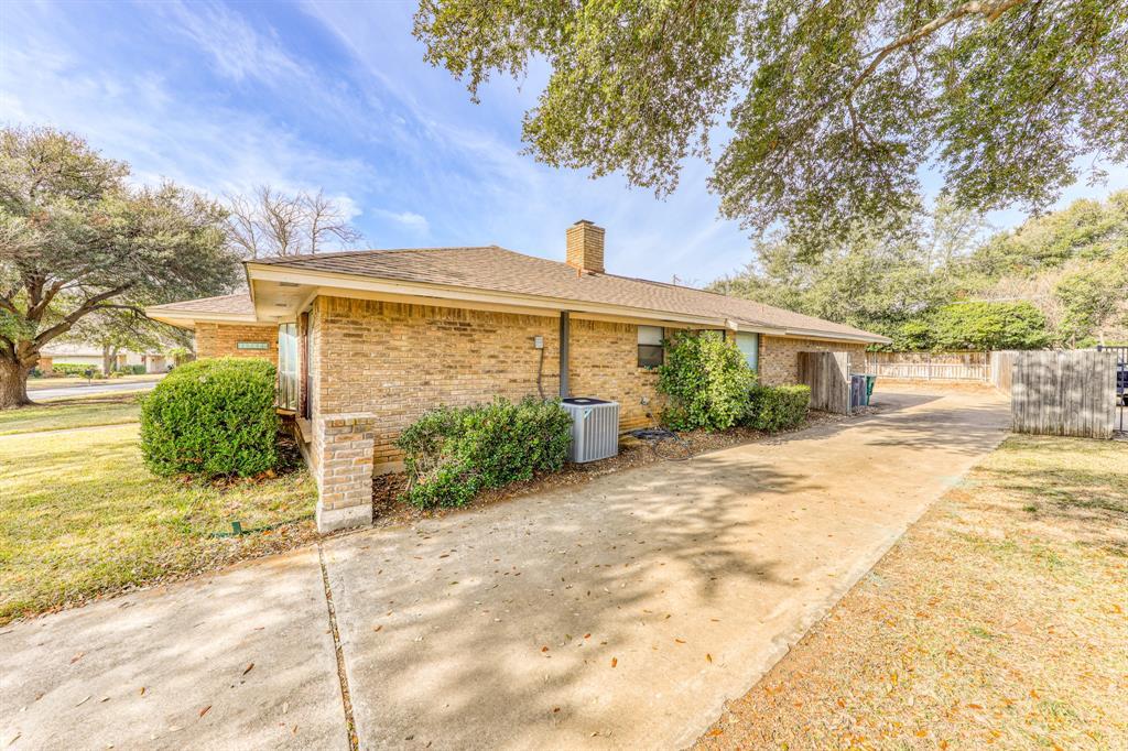 4000 Toledo Avenue, Fort Worth, Texas 76133 - acquisto real estate best the colony realtor linda miller the bridges real estate