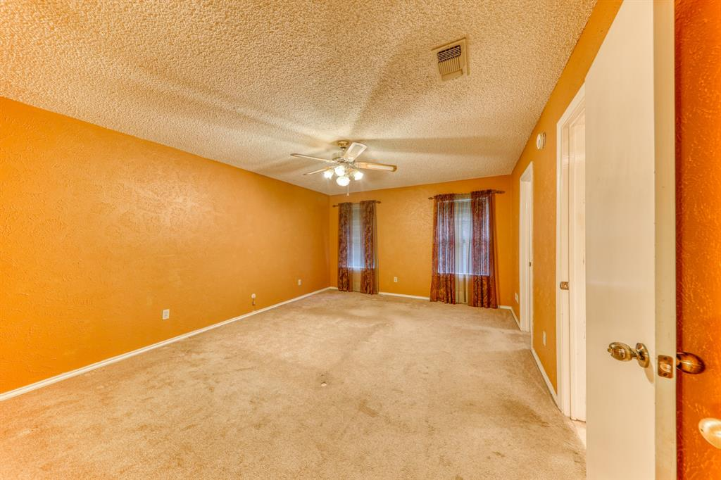 4000 Toledo Avenue, Fort Worth, Texas 76133 - acquisto real estate best frisco real estate broker in texas for high net worth buyers