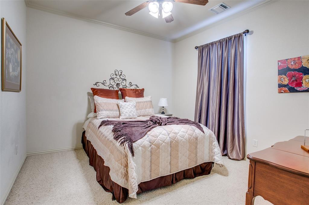 7920 Forest View Court, North Richland Hills, Texas 76182 - acquisto real estate best realtor foreclosure real estate mike shepeherd walnut grove realtor