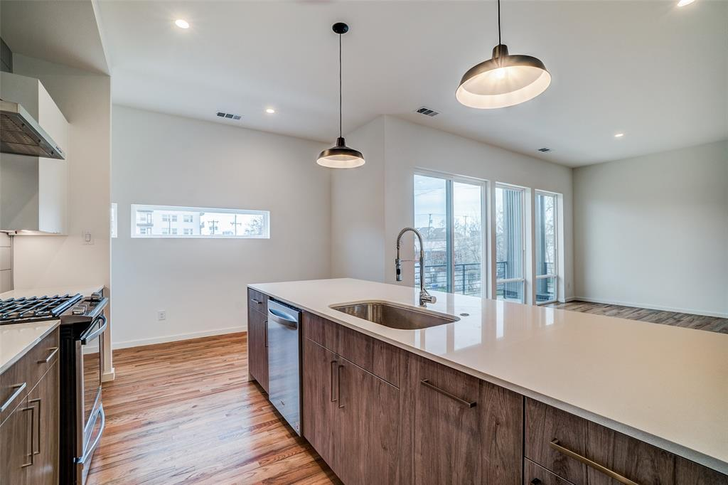 4202 Roseland Avenue, Dallas, Texas 75204 - acquisto real estate best real estate company to work for