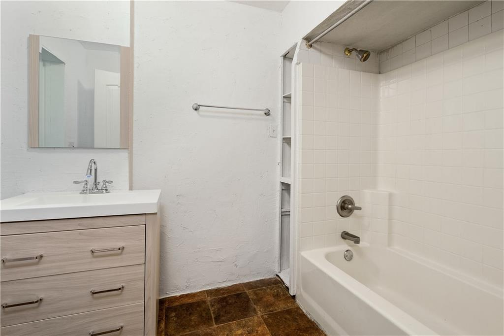 719 Elsbeth Street, Dallas, Texas 75208 - acquisto real estate best new home sales realtor linda miller executor real estate