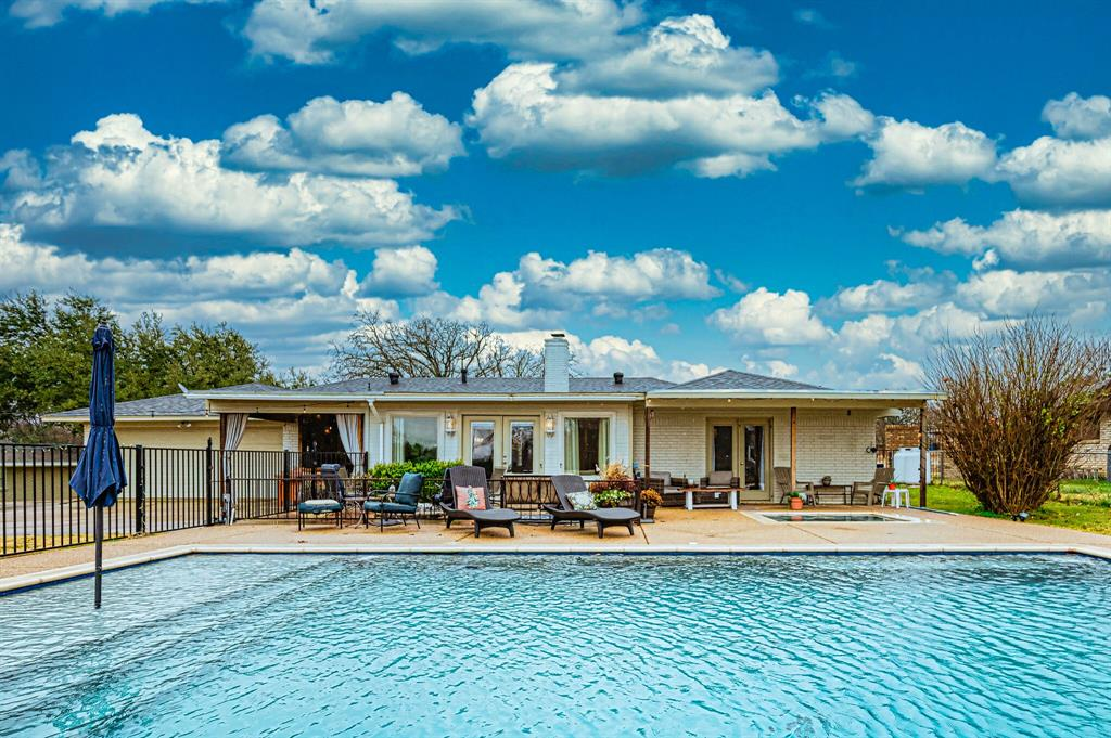 401 Country Club Drive, Joshua, Texas 76058 - Acquisto Real Estate best plano realtor mike Shepherd home owners association expert