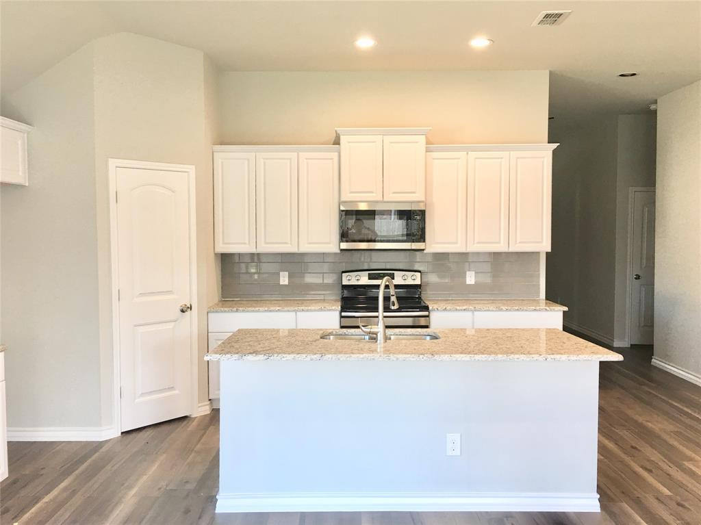 917 Linden Drive, Burleson, Texas 76028 - acquisto real estate best the colony realtor linda miller the bridges real estate
