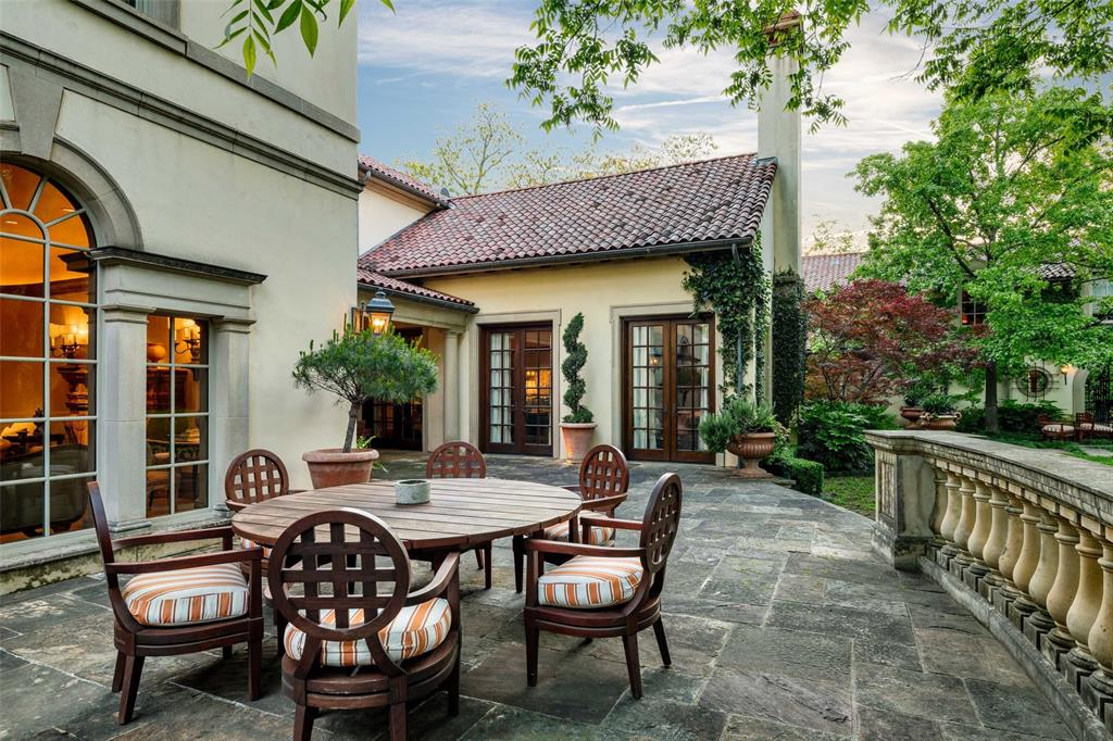 4300 Armstrong  Parkway, Highland Park, Texas 75205 - acquisto real estate best photos for luxury listings amy gasperini quick sale real estate