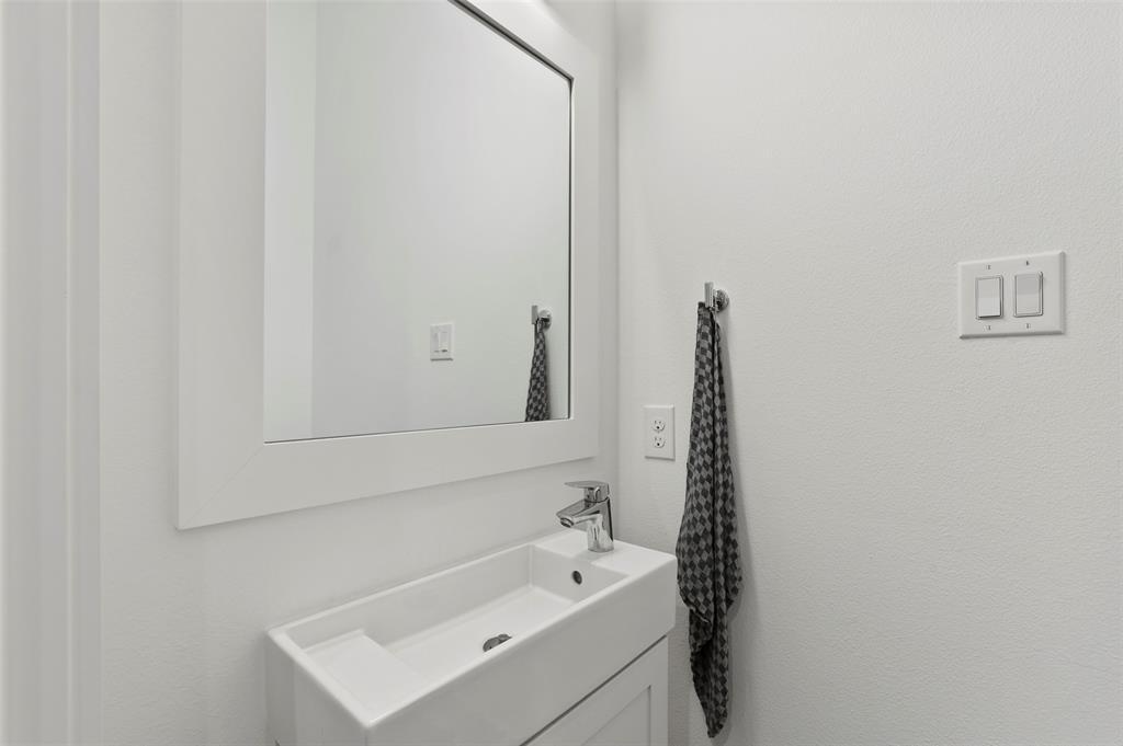 2226 Garrett Avenue, Dallas, Texas 75206 - acquisto real estate best real estate company to work for