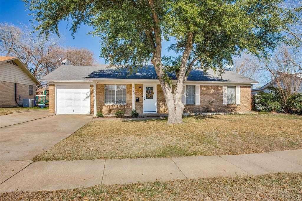 725 Bovell Street, Crowley, Texas 76036 - Acquisto Real Estate best frisco realtor Amy Gasperini 1031 exchange expert