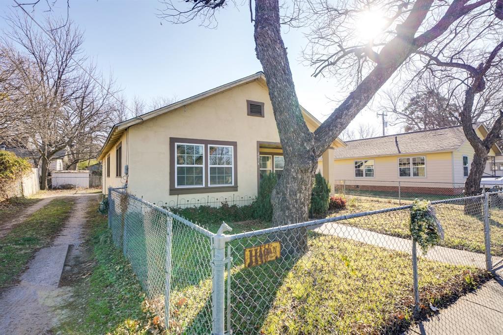 2014 Oak Avenue, Mineral Wells, Texas 76067 - acquisto real estate best realtor foreclosure real estate mike shepeherd walnut grove realtor