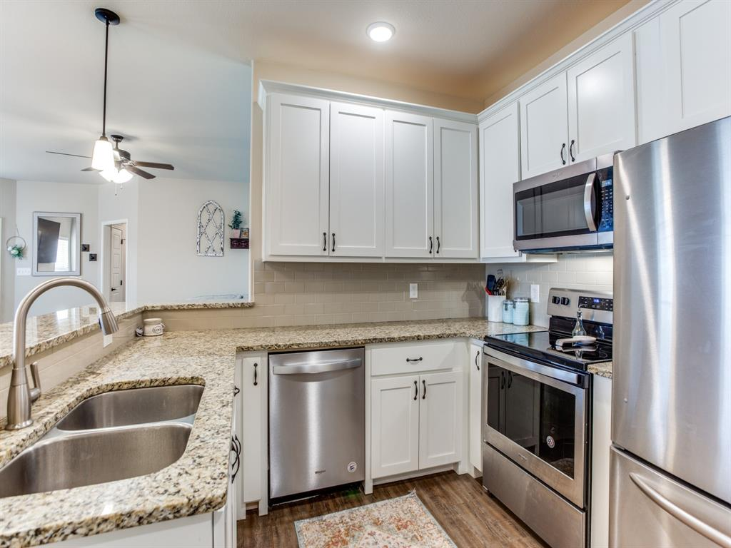415 Montague Street, Pilot Point, Texas 76258 - acquisto real estate best real estate company to work for