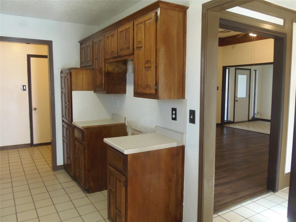 1300 Sparrow Court, DeSoto, Texas 75115 - acquisto real estate best the colony realtor linda miller the bridges real estate