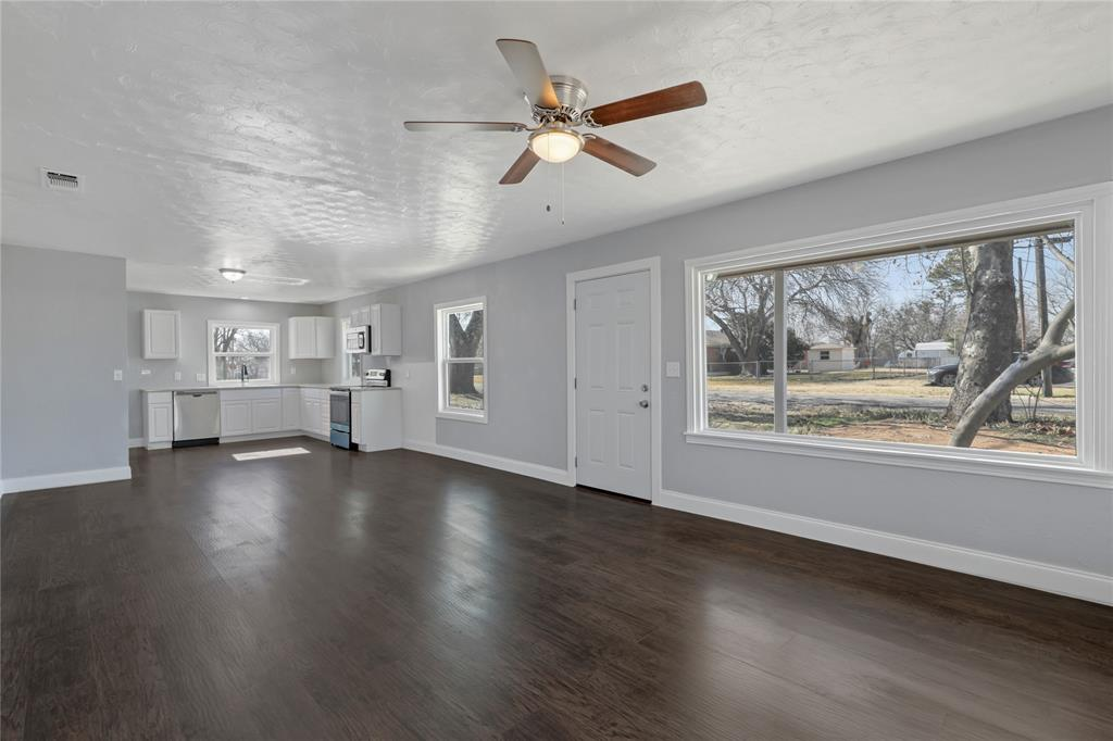 215 Dewitt Street, Collinsville, Texas 76233 - acquisto real estate best real estate company to work for