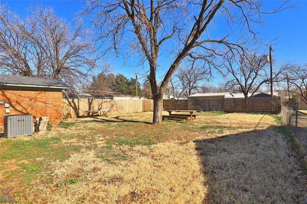 1102 Avenue K Haskell, Texas 79521 - acquisto real estate agent of the year mike shepherd