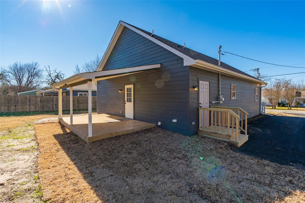 505 Preston Street, Wolfe City, Texas 75496 - acquisto real estate best the colony realtor linda miller the bridges real estate