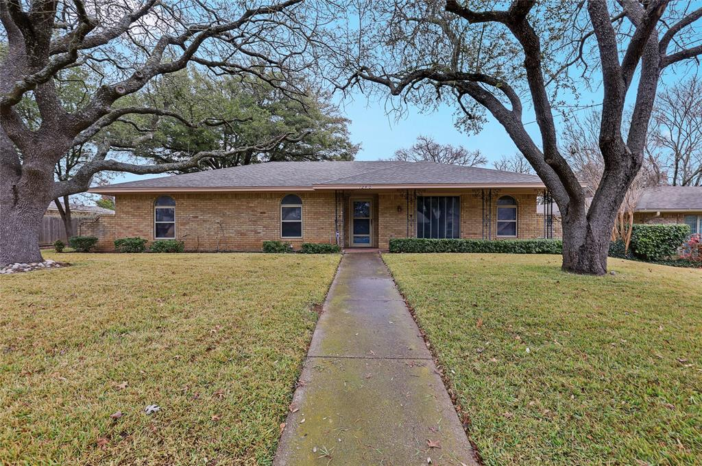 1240 Hanna Circle, DeSoto, Texas 75115 - Acquisto Real Estate best plano realtor mike Shepherd home owners association expert