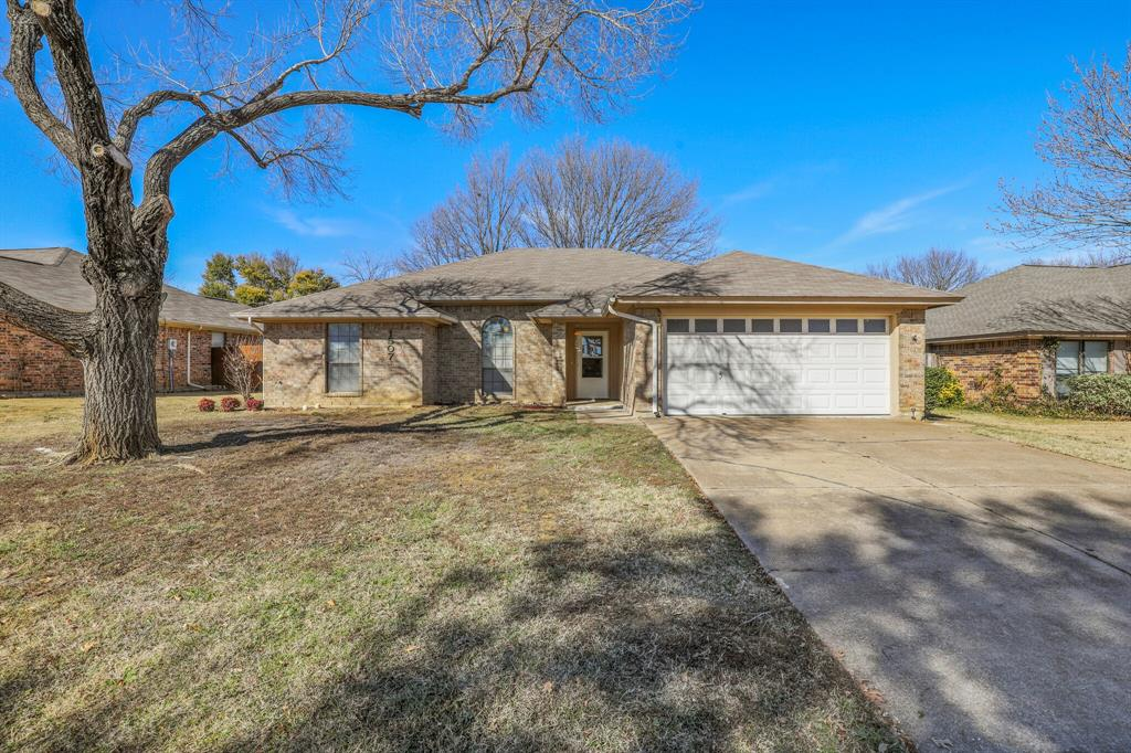 1507 Stratford Drive, Mansfield, Texas 76063 - Acquisto Real Estate best plano realtor mike Shepherd home owners association expert