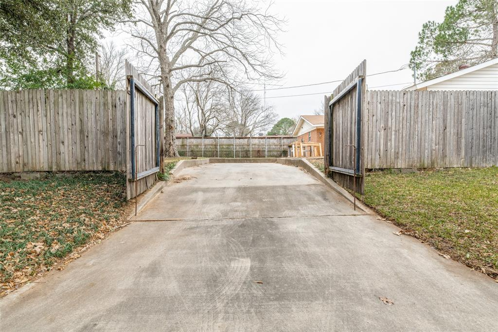 2401 Kingston Street, Arlington, Texas 76015 - acquisto real estate best realtor dfw jody daley liberty high school realtor