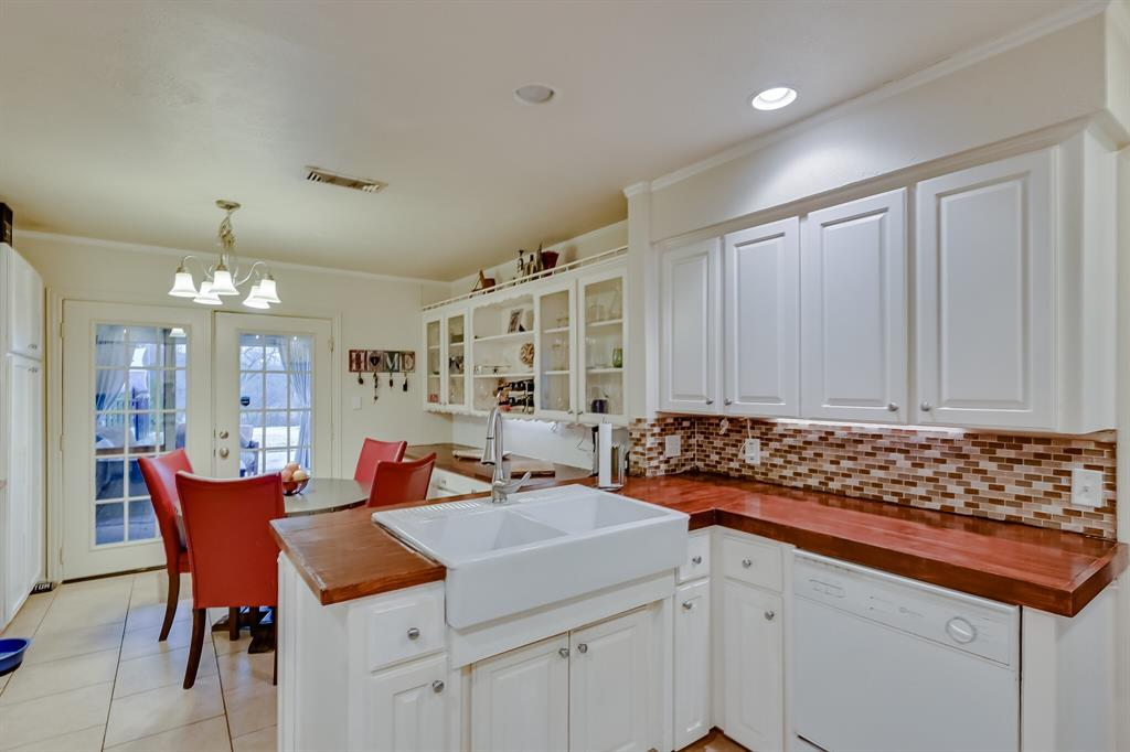 401 Country Club Drive, Joshua, Texas 76058 - acquisto real estate best real estate company to work for
