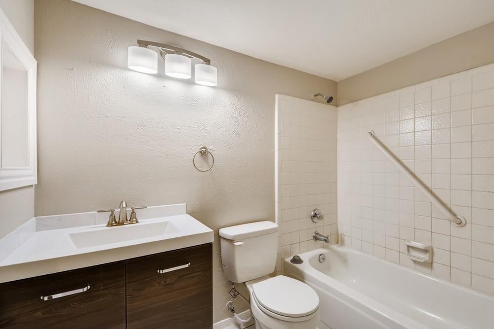 121 Kingsbridge Drive, Garland, Texas 75040 - acquisto real estate best photo company frisco 3d listings