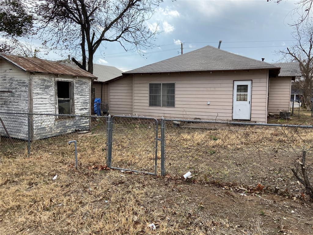 1209 Elm  Street, Breckenridge, Texas 76424 - acquisto real estate best highland park realtor amy gasperini fast real estate service