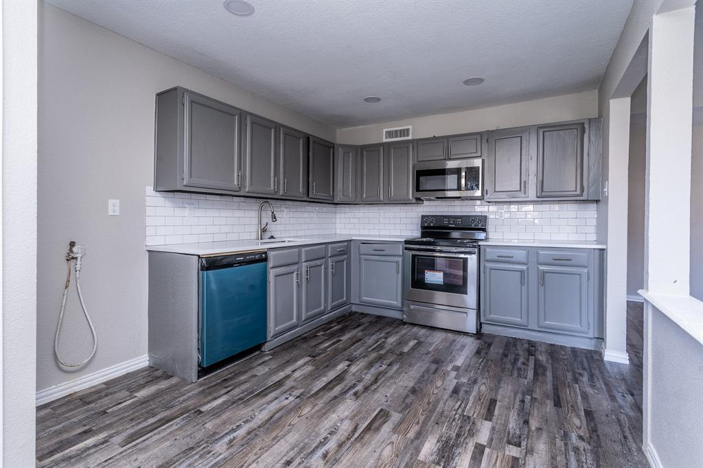 4009 Longstraw Drive, Fort Worth, Texas 76137 - acquisto real estate best real estate company in frisco texas real estate showings