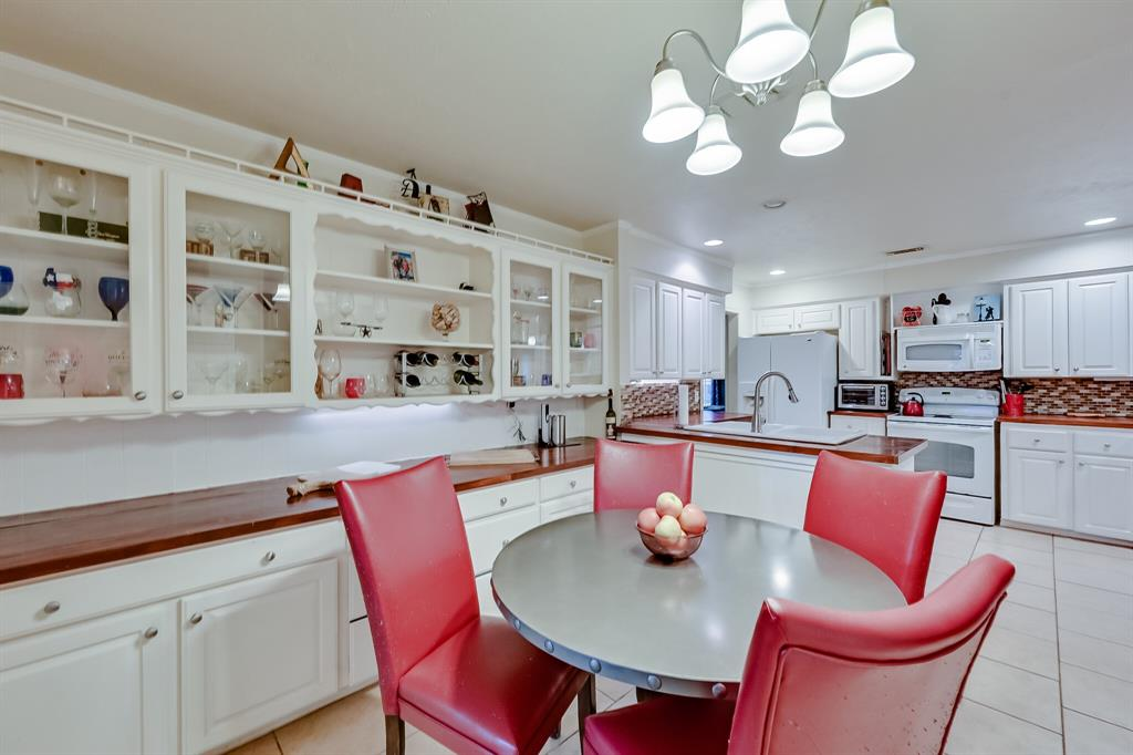 401 Country Club Drive, Joshua, Texas 76058 - acquisto real estate best luxury buyers agent in texas shana acquisto inheritance realtor
