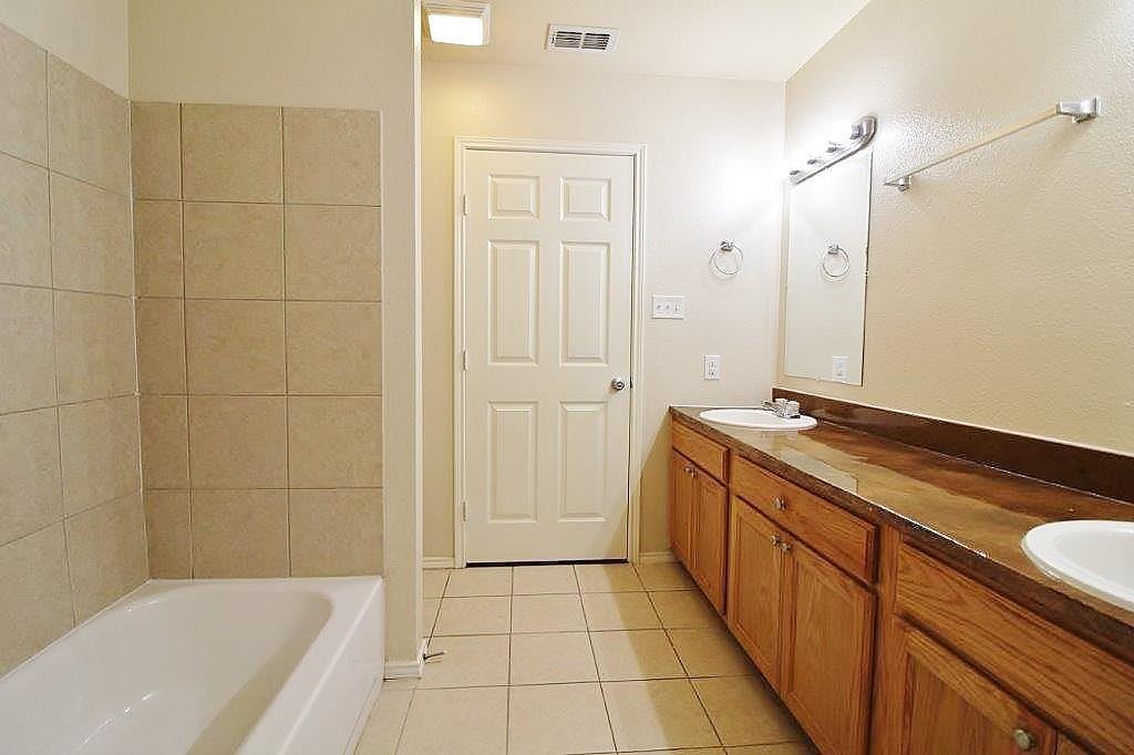 125 Lindas Creek Lane, Weatherford, Texas 76088 - acquisto real estate best highland park realtor amy gasperini fast real estate service