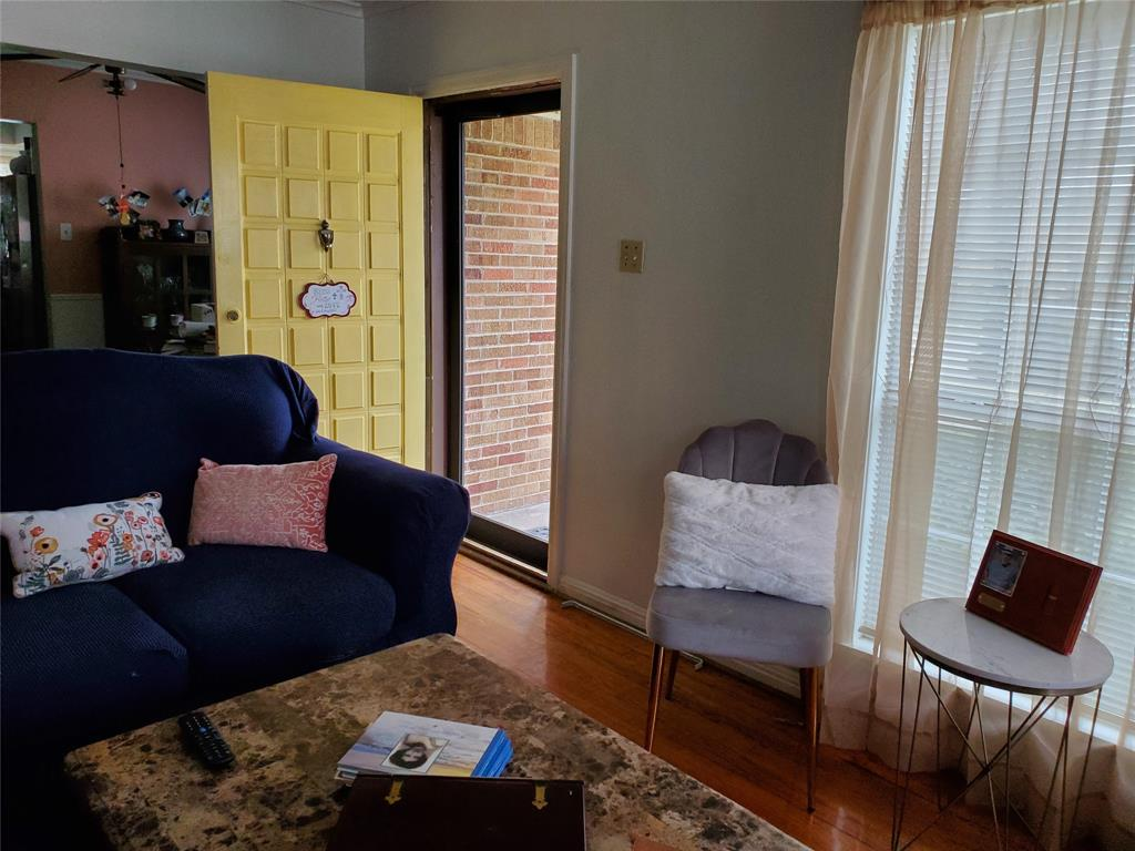 2832 Hedgerow  Drive, Dallas, Texas 75235 - acquisto real estate best highland park realtor amy gasperini fast real estate service
