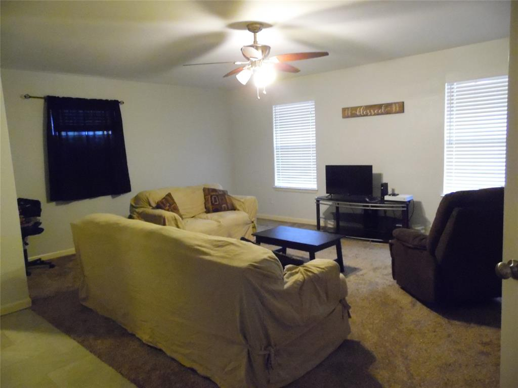 1007 Royal Drive, Kaufman, Texas 75142 - acquisto real estate best negotiating realtor linda miller declutter realtor