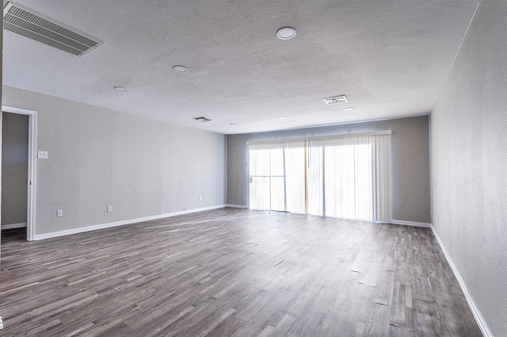 4009 Longstraw Drive, Fort Worth, Texas 76137 - acquisto real estate best prosper realtor susan cancemi windfarms realtor