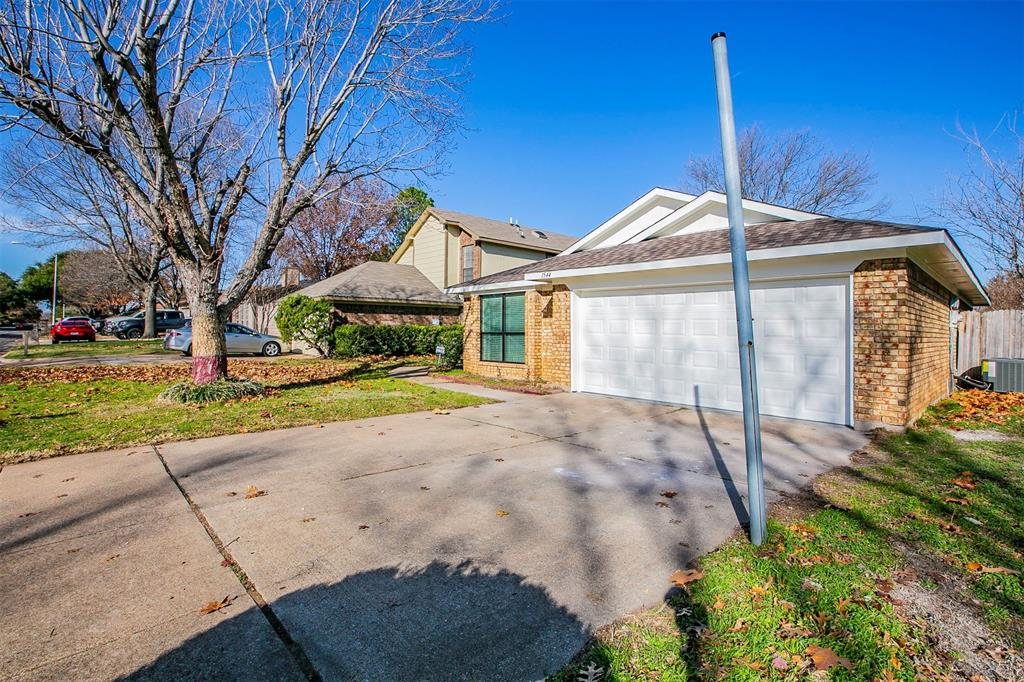 1544 Hunting Green Drive, Fort Worth, Texas 76134 - Acquisto Real Estate best frisco realtor Amy Gasperini 1031 exchange expert