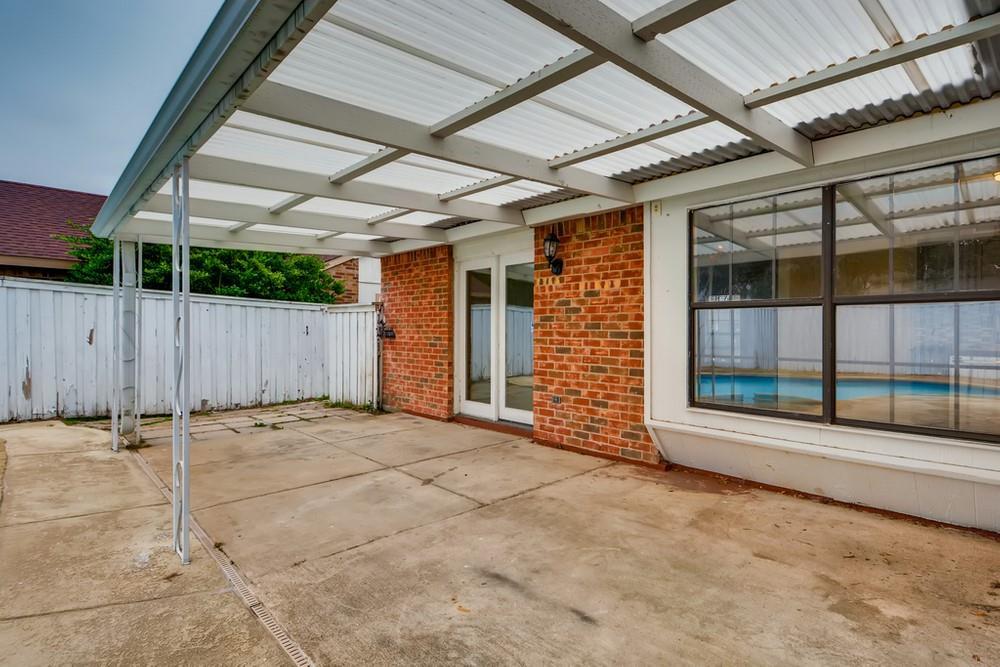 121 Kingsbridge Drive, Garland, Texas 75040 - acquisto real estate best negotiating realtor linda miller declutter realtor